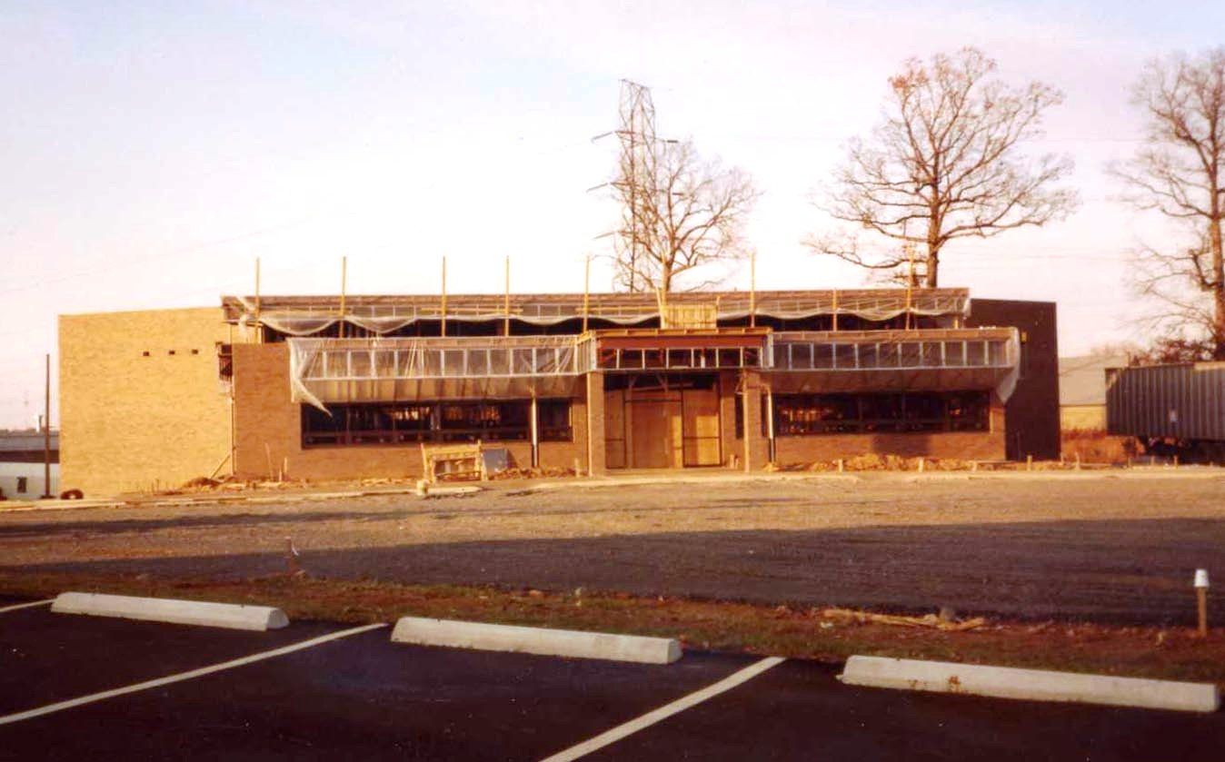 Outside construction on the new Reston facility, early 1983. Source, NMAM Archives #0001 AMA Collection.